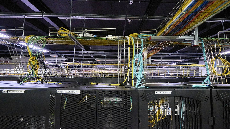 El cableado de un centro de datos en San Blas. (Jesús Hellín)