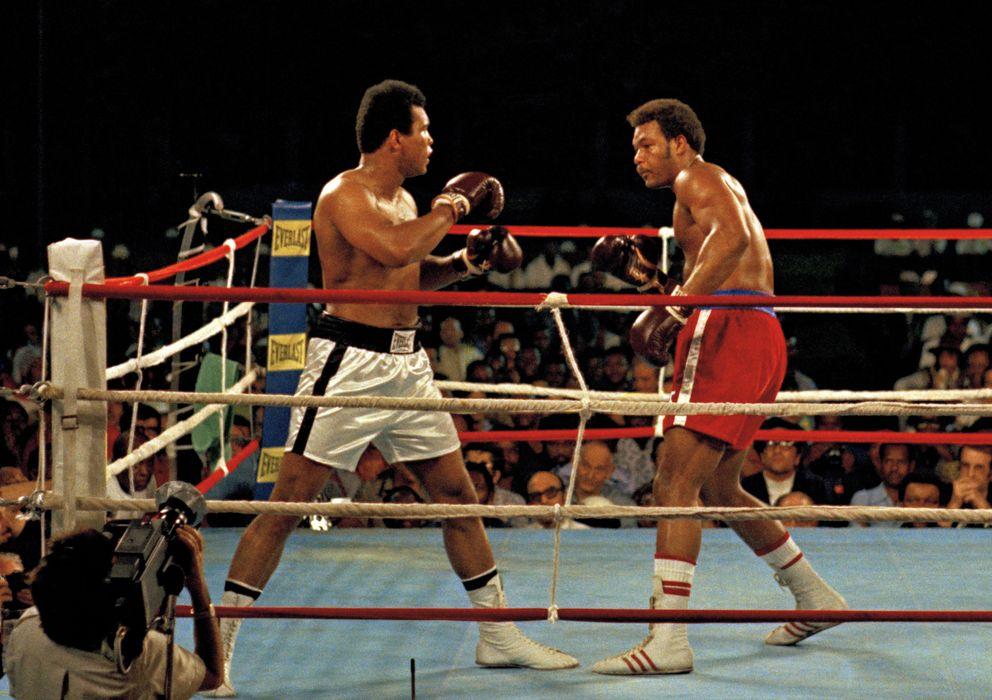 Foto: Muhammad Ali (dch.) se enfrenta a George Foreman (izq.) en el mítico combate The Rumble of the Jungle.