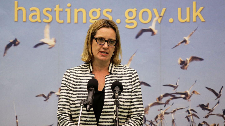 Amber Rudd habla a la prensa en Hastings tras las elecciones del 9 de junio de 2017. (Reuters)