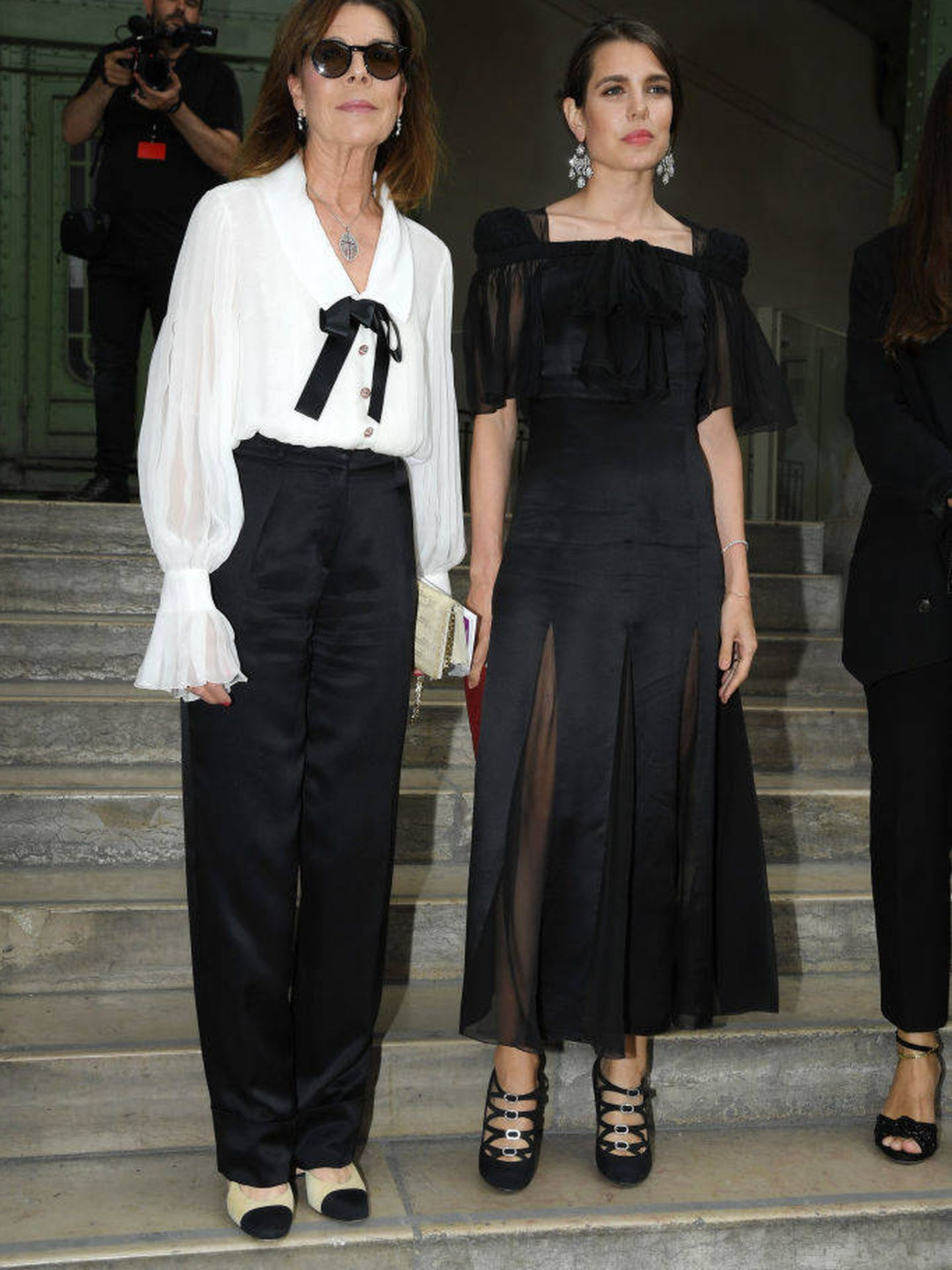 Carlota Casiraghi y Carolina de Mónaco en el homenaje a Karl Lagerfeld. (Getty)