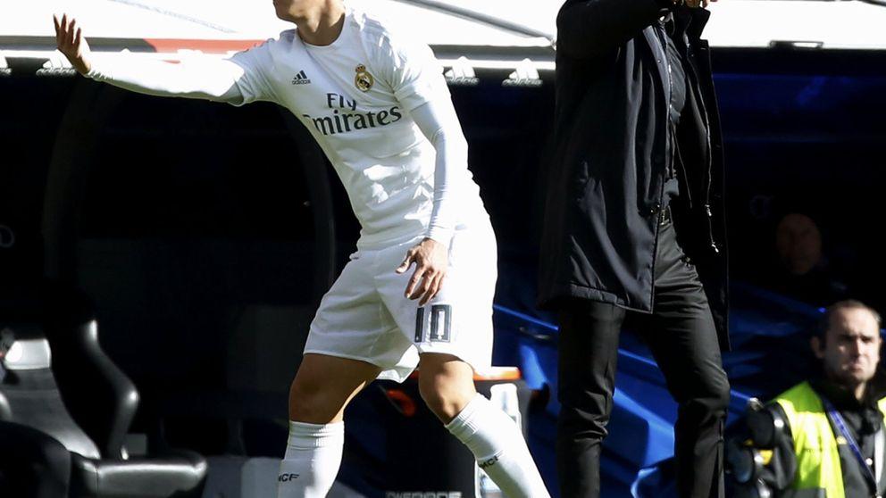 La grada del Santiago Bernabéu se harta de un James que no da una a derechas