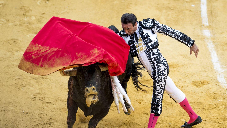 Enrique Ponce, toreando en Granada. (Getty)