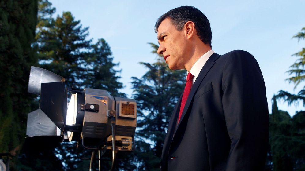 Foto: El presidente del Gobierno, Pedro Sánchez, a su llegada a la entrevista con TVE. (EFE)