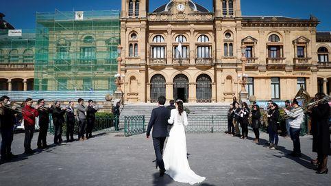 Una pareja se las apaña para celebrar su boda a lo grande y con 'distancia social'