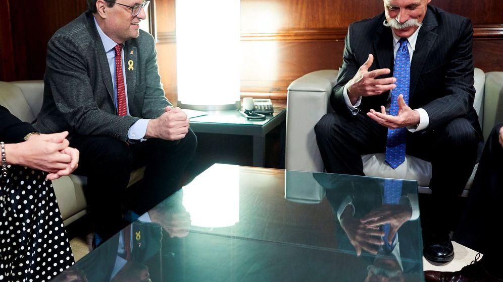 Foto: El CEO de la Fórmula 1, Chase Carey (i), con Joaquim Torra hace poco más de un mes. (EFE)
