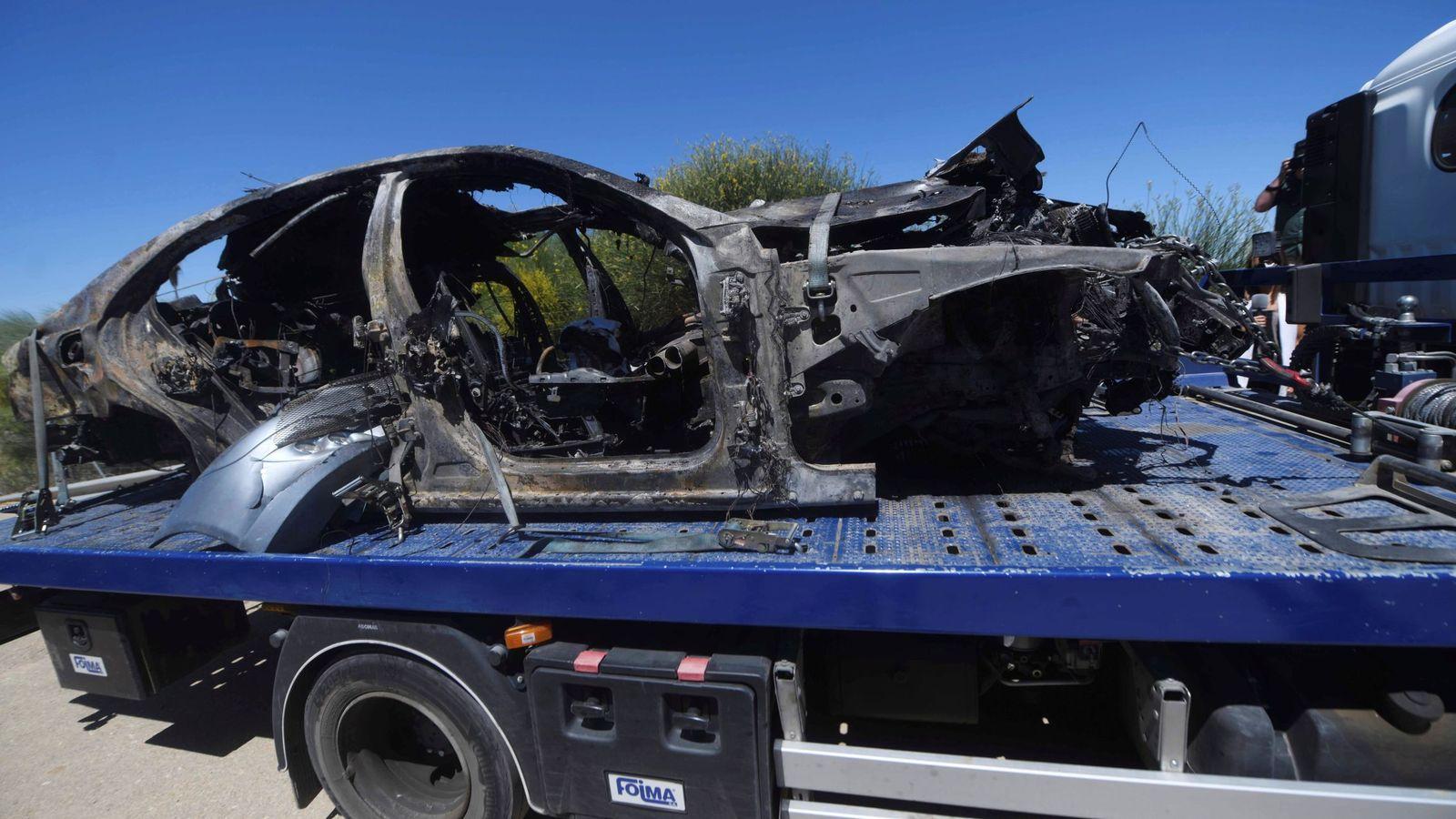 Foto: Imagen que muestra el vehículo en el que viajaba el futbolista Antonio Reyes tras el accidente mortal en Sevilla. (EFE)