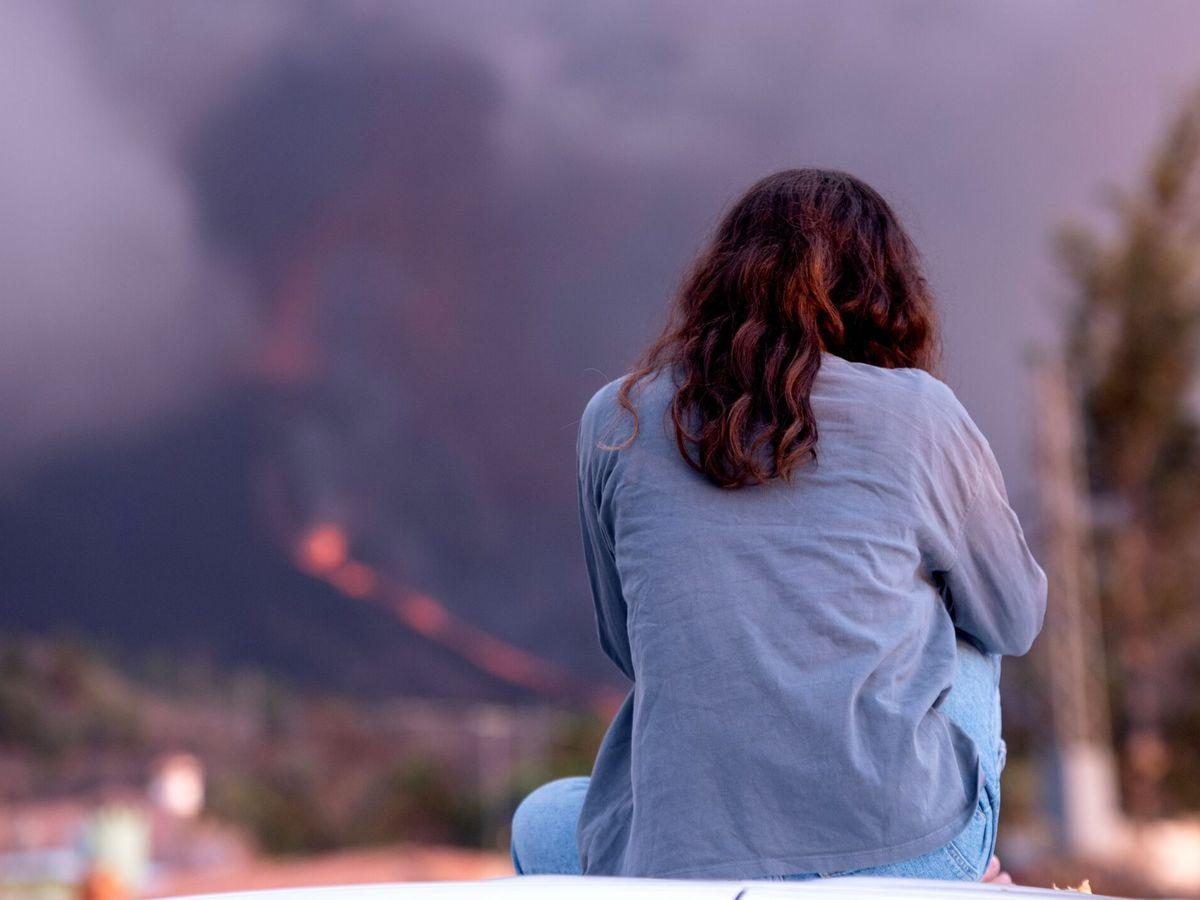 Foto: Nuevas bocas y una mayor explosividad obligan a más evacuaciones en La Palma. (EFE)