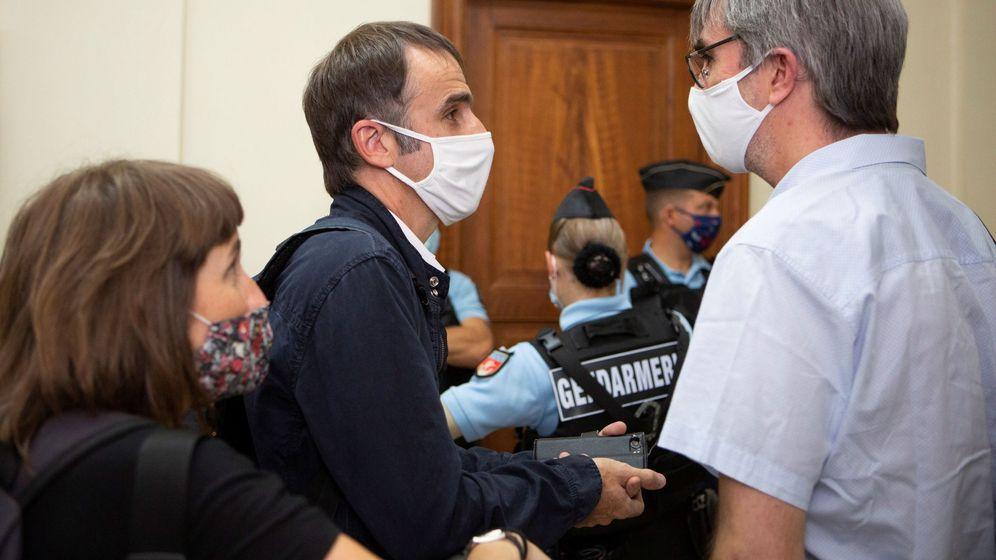 Foto: Egoitz (2i) e Irati (i), hijos de Josu Ternera, en el Tribunal de Apelación de París que este miércoles (EFE)