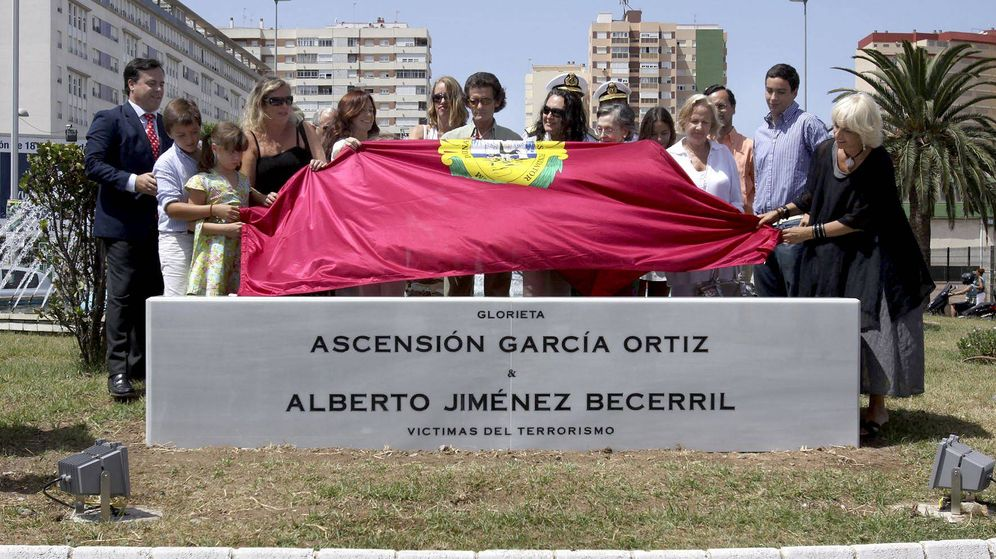 Foto: Inauguración de una glorieta en memoria de Ascensión García Ortiz y Alberto Jiménez Becerril. (EFE)