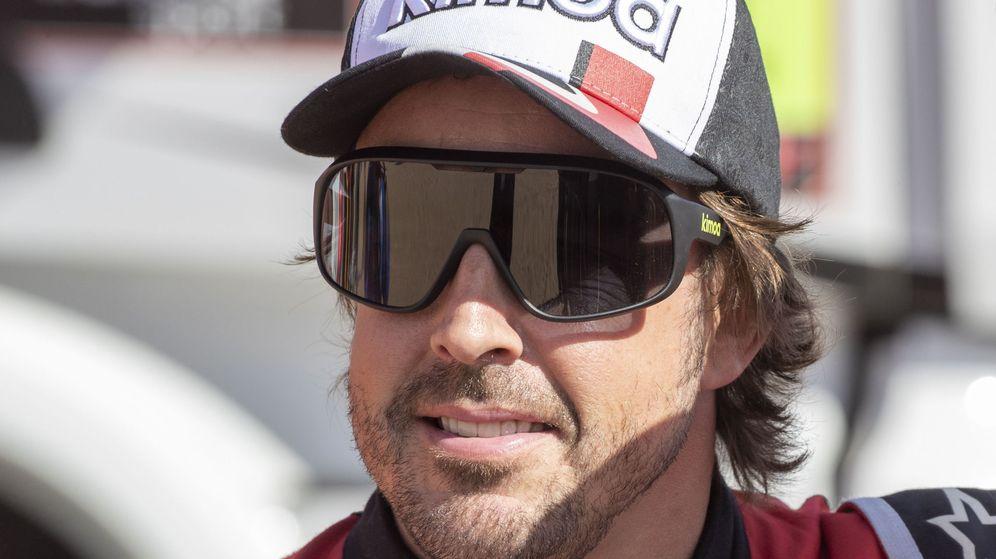 Foto: Fernando Alonso durante su participación en el Dakar. (EFE)