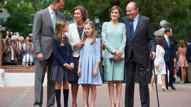 La familia real, en la comunión de la infanta Sofía. (Limited Pictures)