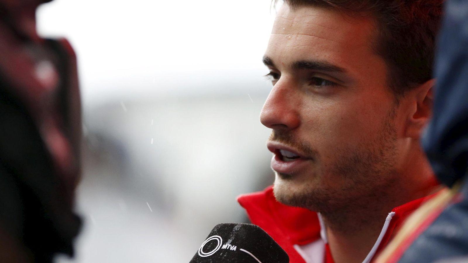 Foto: Jules Bianchi atendiendo a la prensa durante 2014.