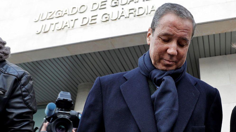 Foto: Eduardo Zaplana, uno de los días que fue a firmar al juzgado tras quedar en libertad. (EFE)