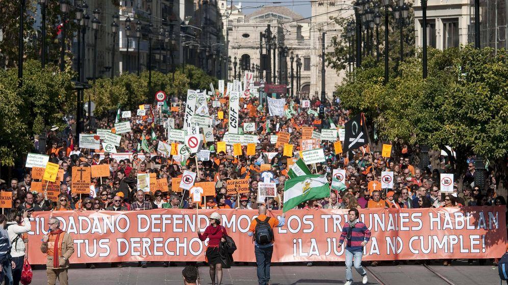 Foto: Manifestación de funcionarios e interinos. (EFE)