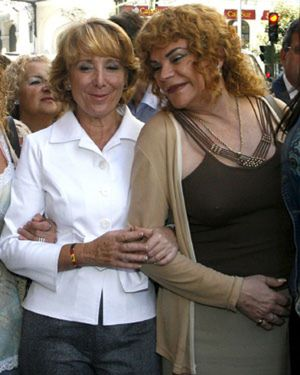 "Aguirre está a favor de las bodas gay pero no de que se llamen ""matrimonio"""