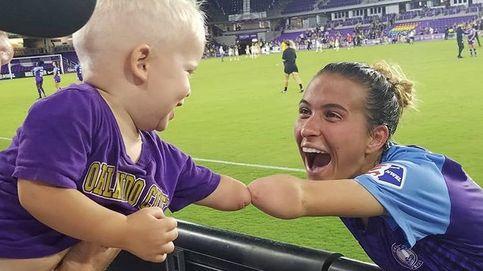 La fotografía que ha cautivado a internet: la jugadora y el bebé con un solo brazo