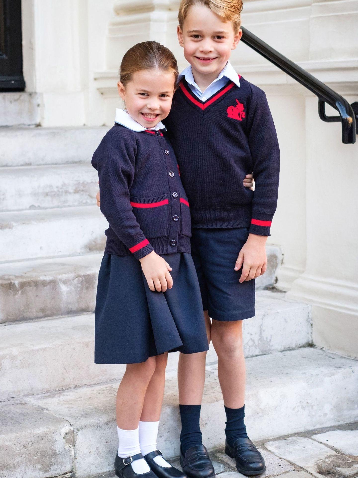 George y Charlotte, en el primer día de escuela. (Kate Middleton / Kensington Palace)