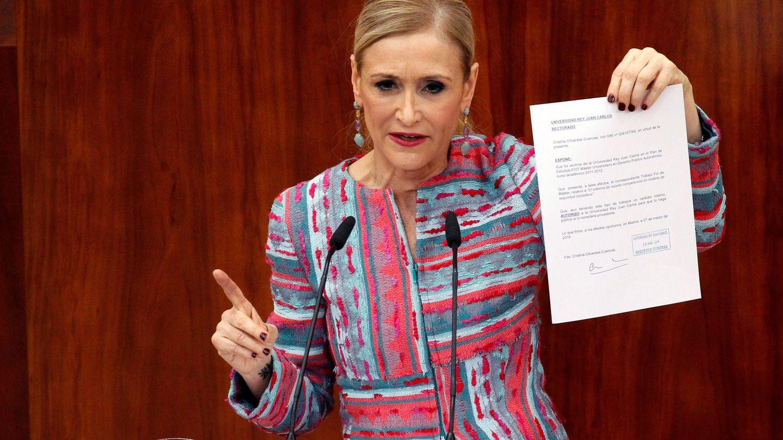 La presidenta madrileña, en su comparecencia en el pleno extraordinario de la Asamblea de Madrid. (EFE)