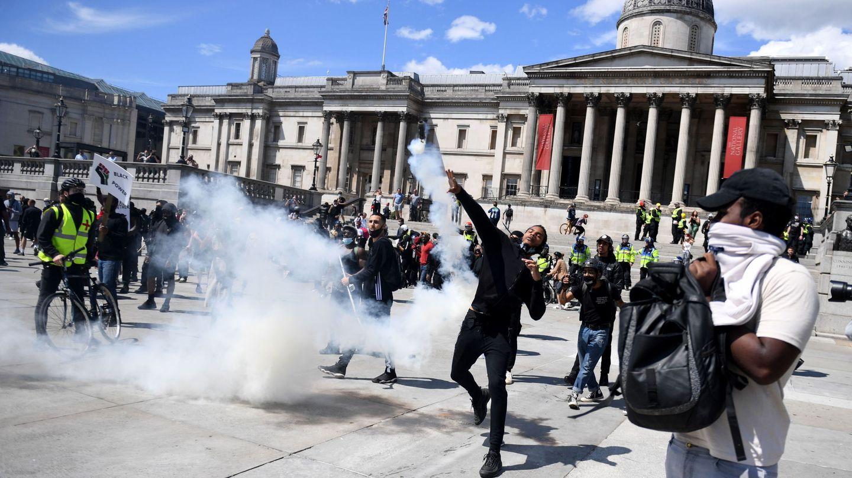 Disturbios en la Plaza de Trafalgar. (EFE)