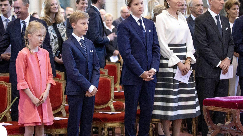 La familia real, durante el funeral. (Cordon Press)