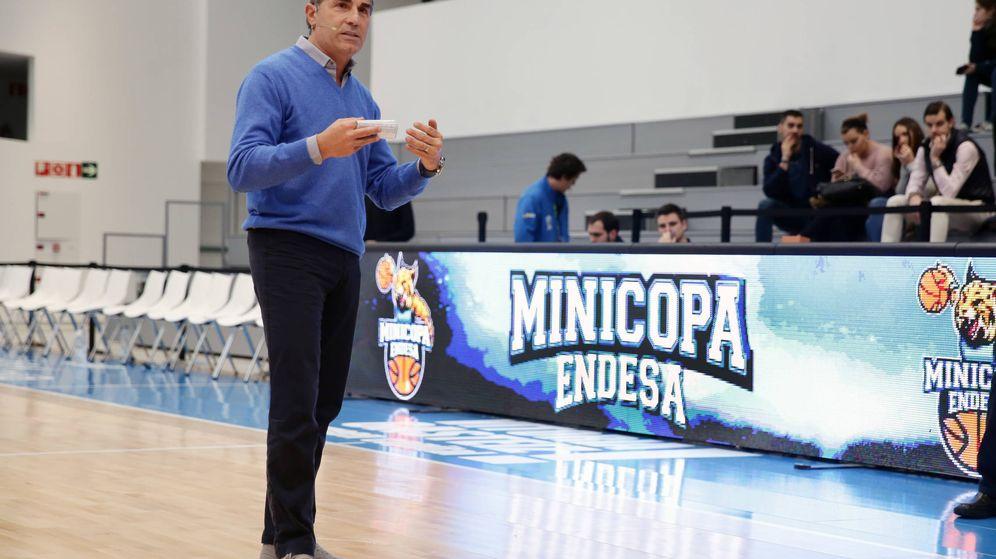 Foto: Sergio Scariolo dio un clínic esta viernes en la 'Fan Zone' de la Copa del Rey en Vitoria (ACB Photo)
