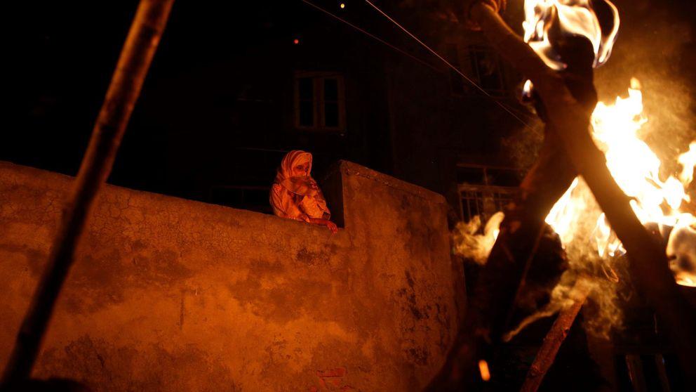 Bronca en el Parlament por los CDR presos y protestas en Srinagar: el día en fotos