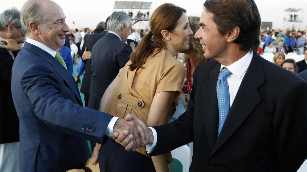 Foto: Rodrigo Rato y José María Aznar, en una foto de archivo de 2011. (Efe)