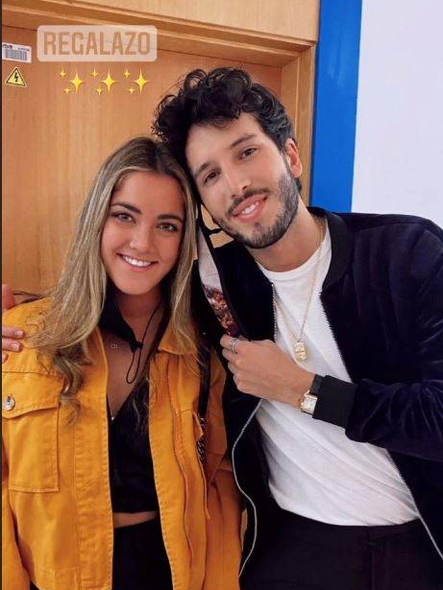 Carlota y su ídolo, Sebastián Yatra. (Redes)
