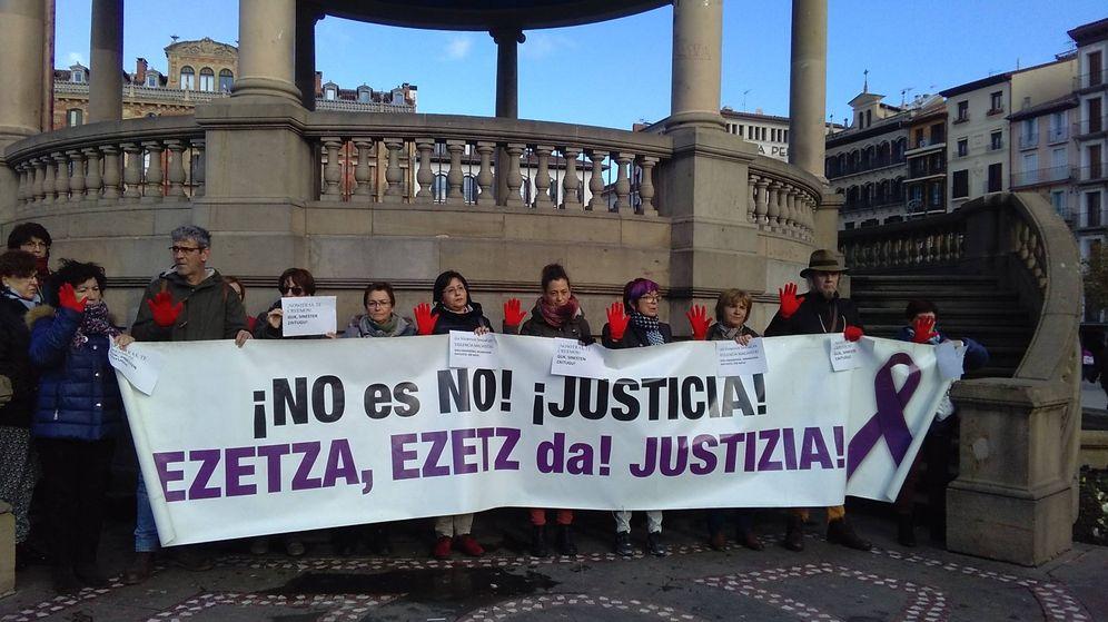 Foto: Concentración en Pamplona con motivo del inicio de la supuesta violación grupal en los Sanfermines de 2016 en apoyo de la presunta víctima. (EC)