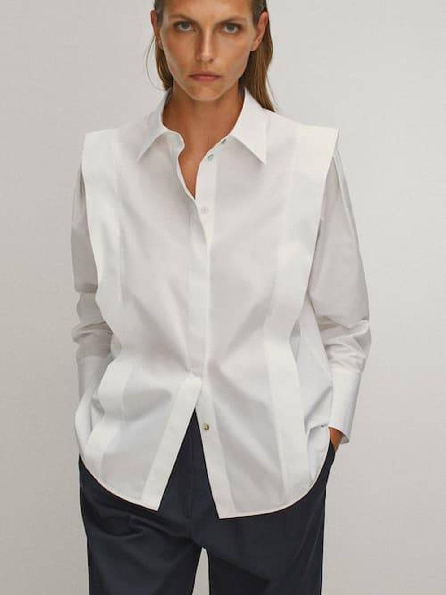 La camisa de Massimo Dutti que tiene Nuria Roca. (Cortesía)