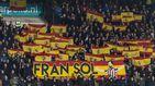 Banderas españolas como homenaje de la afición del Willem II a Fran Sol