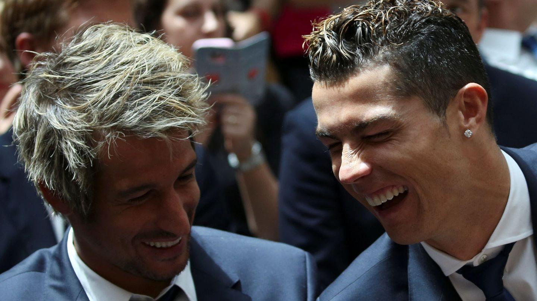 Fabio Coentrao y Cristiano Ronaldo, sonrientes, durante una celebración. (Reuters)