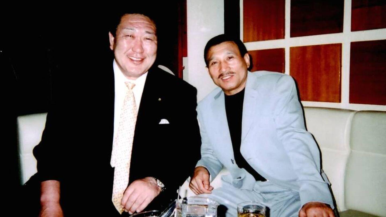 Polémica fotografía de un antiguo vicepresidente de la COJ y un Yakuza | VICE