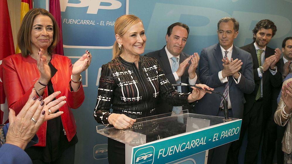 Foto: Elena González-Moñux, la presidenta Cristina Cifuentes y Enrique Ossorio (el último a la derecha). (PP de Madrid)
