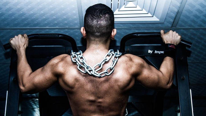 Una persona musculada puede pesar más que otra y tener mucha menos grasa.