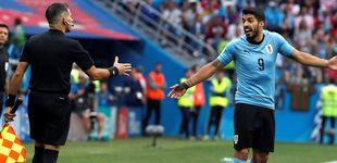 Post de La última de Luis Suárez: pide mano dentro del área ¡del portero!