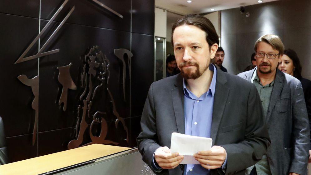Foto: El líder de Podemos, Pablo Iglesias, antes de comparecer en una rueda de prensa en el Congreso de los Diputados. (EFE)