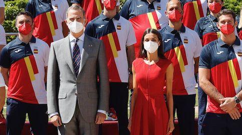 Los Reyes despiden al equipo olímpico de Tokio y Letizia se viste de rojo español
