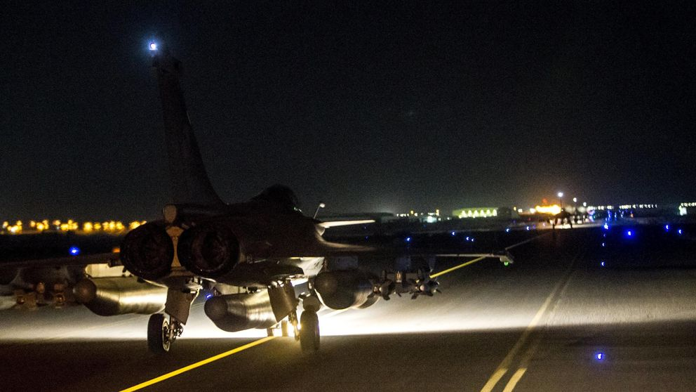 Francia bombardea posiciones del EI en Al Raqa por segunda noche consecutiva