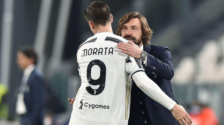 Morata y Pirlo se saludan tras un partido. (Efe)