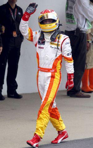 Alonso, quinto en una espectacular carrera que ganó Button