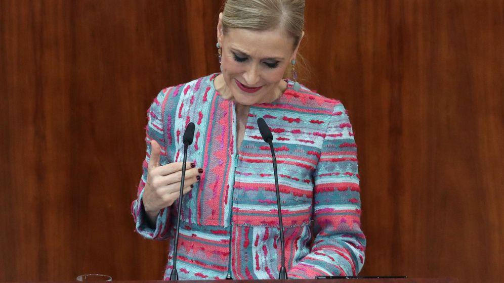 Foto: Cristina Cifuentes comparece en un pleno extraordinario de la Asamblea de Madrid para dar explicaciones sobre las supuestas irregularidades de su máster. (EFE)