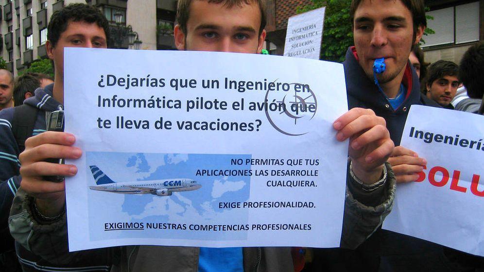 Foto: Manifestación de estudiantes de ingeniería informática en 2008, cuando comenzó el conflicto. Hoy, ocho años después, sigue sin resolverse. (Foto: acebal/Flickr bajo Creative Commons)