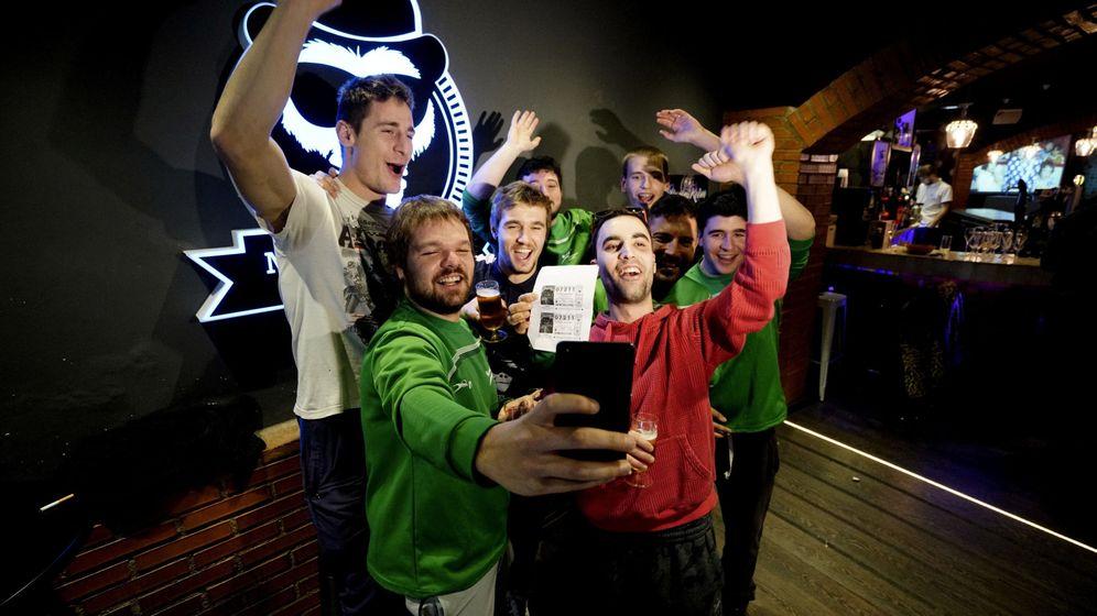 Foto: El Club de Balonmano de Alcañiz (Teruel) repartió en 2016 el cuarto premio de la Lotería. (EFE)