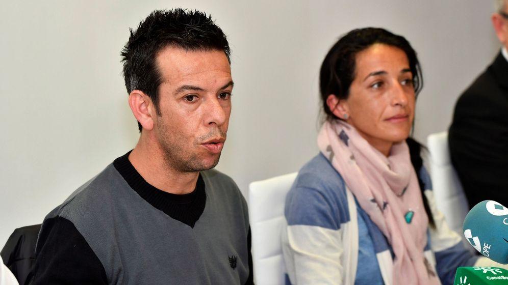 Foto: Los padres de Gabriel Cruz durante una rueda de prensa. (EFE)