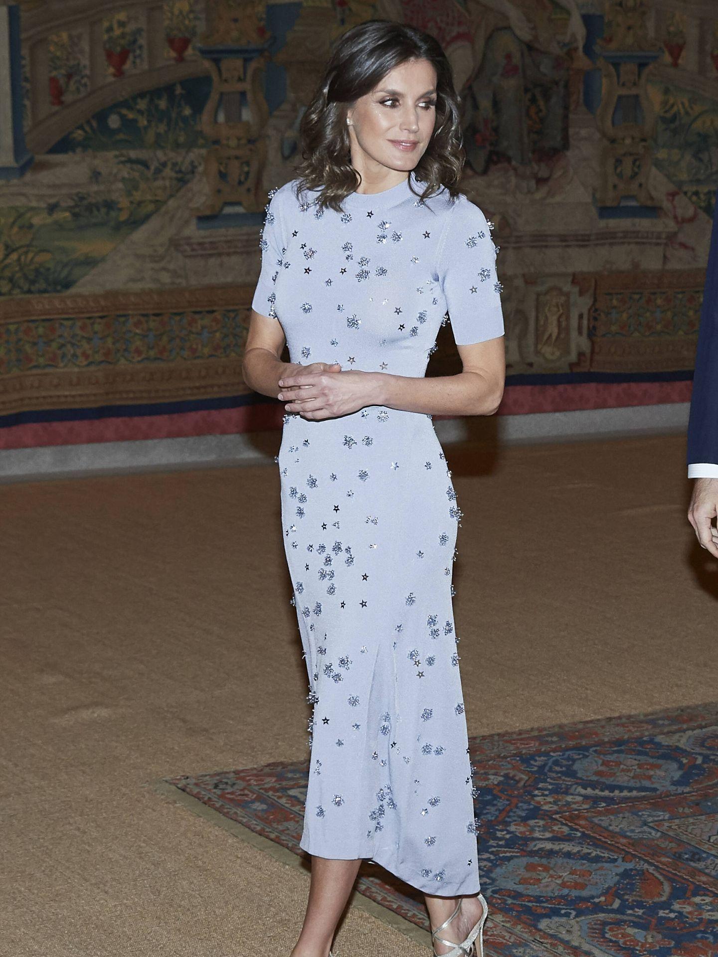 La reina Letizia con vestido de Nina Ricci con estampado de estrellas. (Getty)
