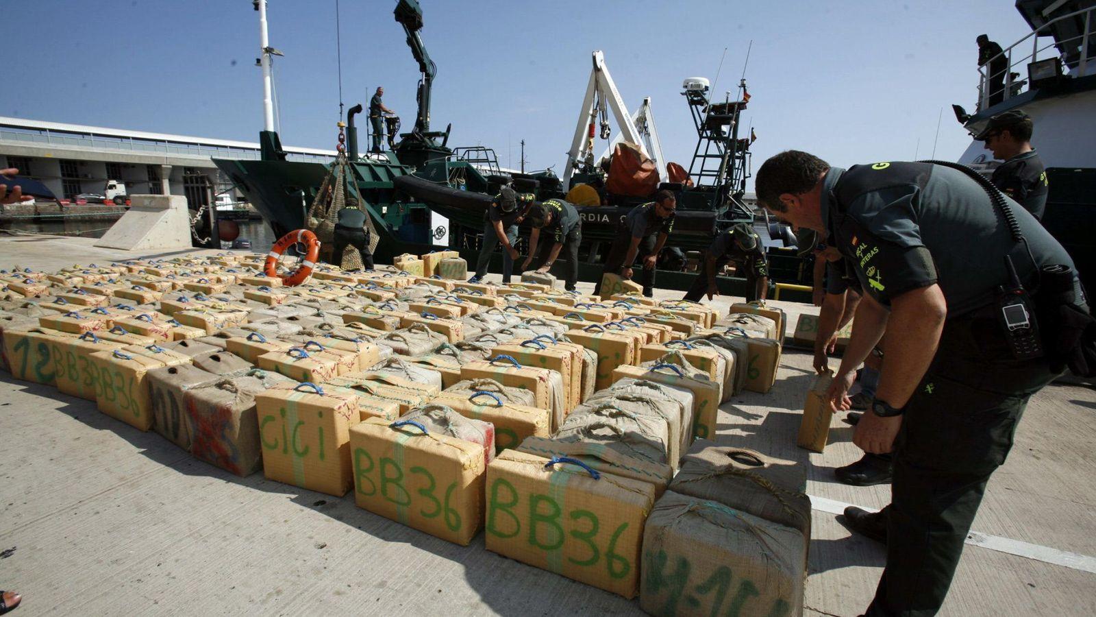 Foto: 13 toneladas de hachís intervenidas en 2014 por la Guardia Civil y expuestas en Melilla. (EFE)
