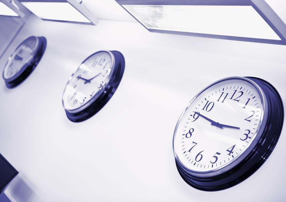 Foto: Debido a nuestras costumbres horarias, los españoles somos de los que menos horas dormimos al día. (iStock)