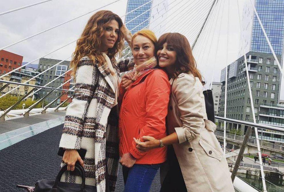 Foto: Paula Echevarría junto a la directora de 'Ola de crímenes', Gracia Querejeta, y la actriz Juana Acosta. (Instagram)