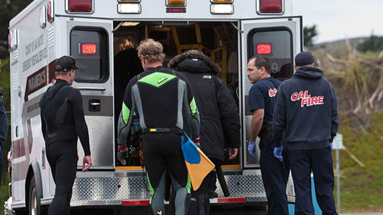 Gerard Butler entrando en la ambulancia.